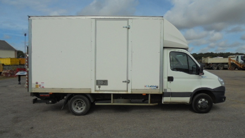FOURGON CAISSE 35C15 IVECO HAYON